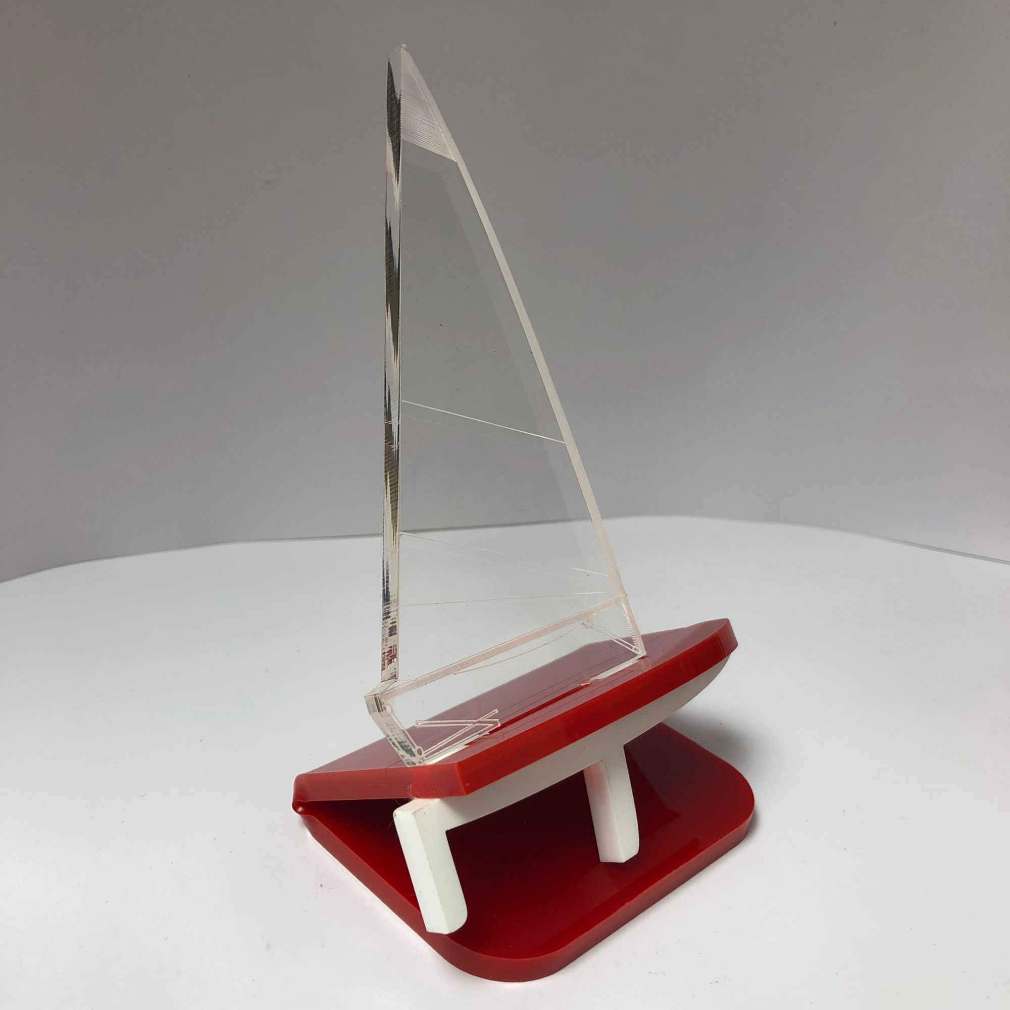 Topper_dinghy_red_&_white.jpg